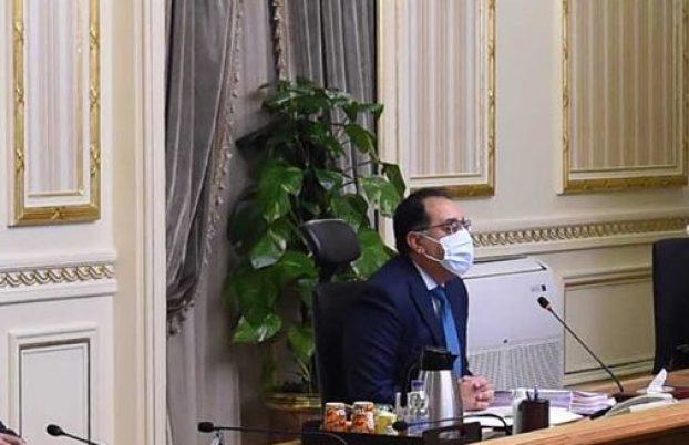 الحكومة توافق على مشروع قانون يقضي بالحبس والغرامة للباعة الجائلين بالقطارات