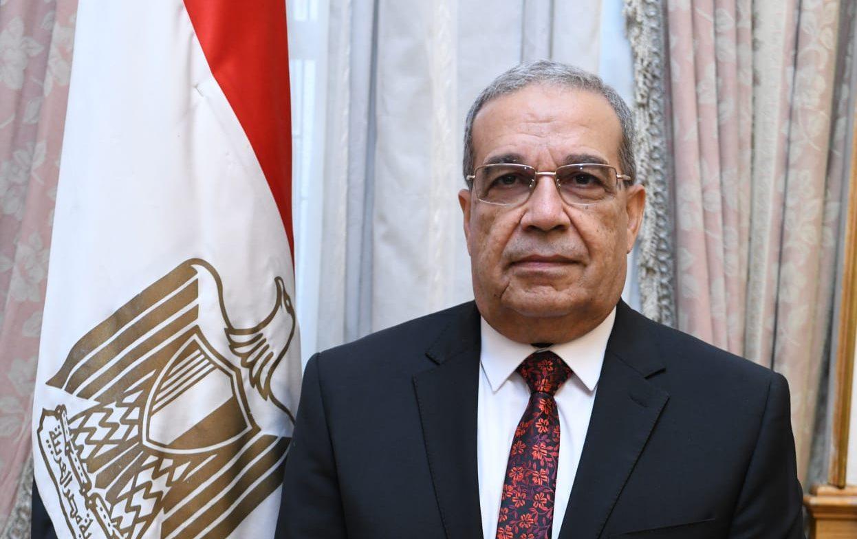 """وزير الدولة للإنتاج الحربى يشارك بمعرض """"IDEX 2021"""" أبوظبى"""