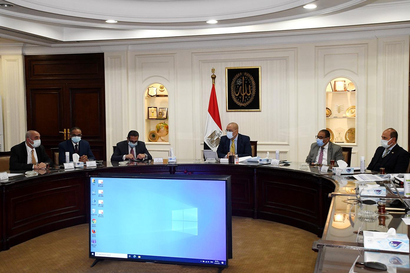 صور | وزير الإسكان يترأس اجتماع لجنة متابعة تنفيذ المبادرة الرئاسية حياة كريمة