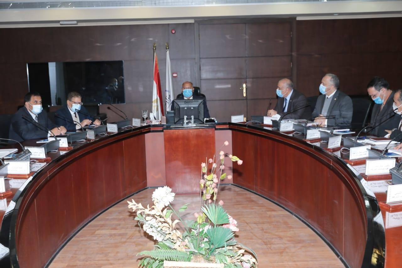 صور | وزير النقل يترأس اجتماع الجمعية العمومية للشركة المصرية لإدارة وتشغيل المترو