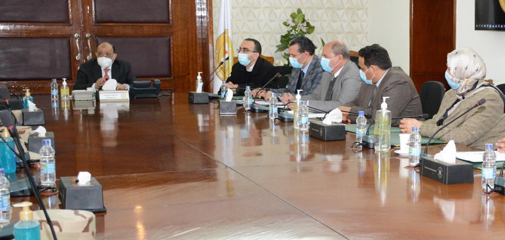صور | وزير التنمية المحلية يبحث مستجدات تطوير الريف المصري في 5 محافظات