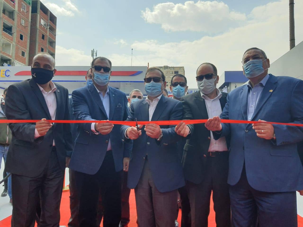 صور   وزير البترول يفتتح محطة جديدة لاستخدام الغاز الطبيعى كوقود بالوايلى