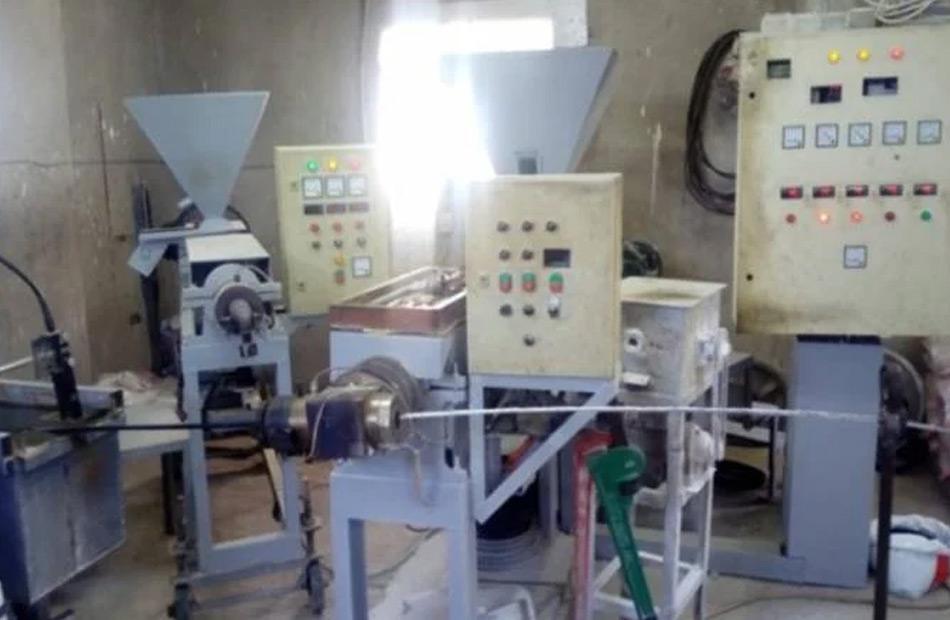 ضبط مصنع غير مرخص لصيانة المحولات الكهربائية القديمة بالمنيا