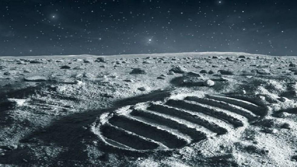 """الصين تعرض لأول مرة عينات من """"تربة القمر"""""""