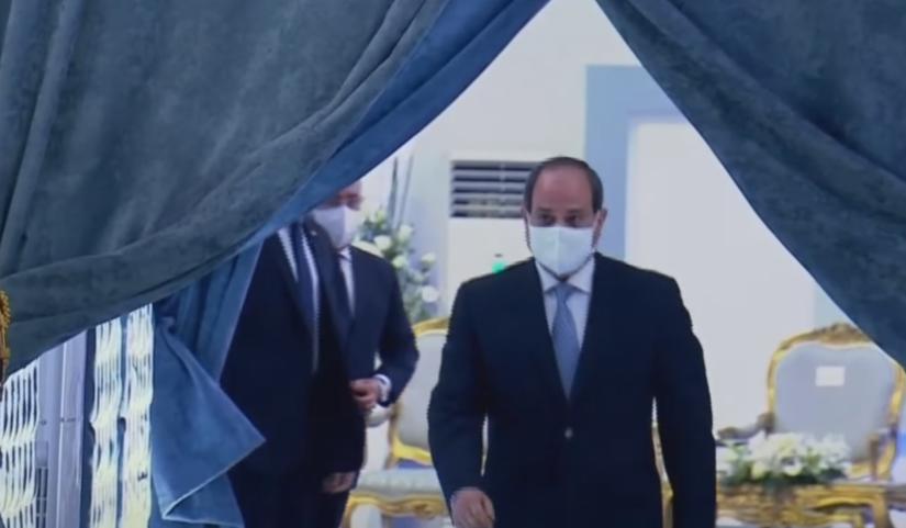 الرئيس السيسي يتفقد المجمع الطبى المتكامل بالإسماعيلية