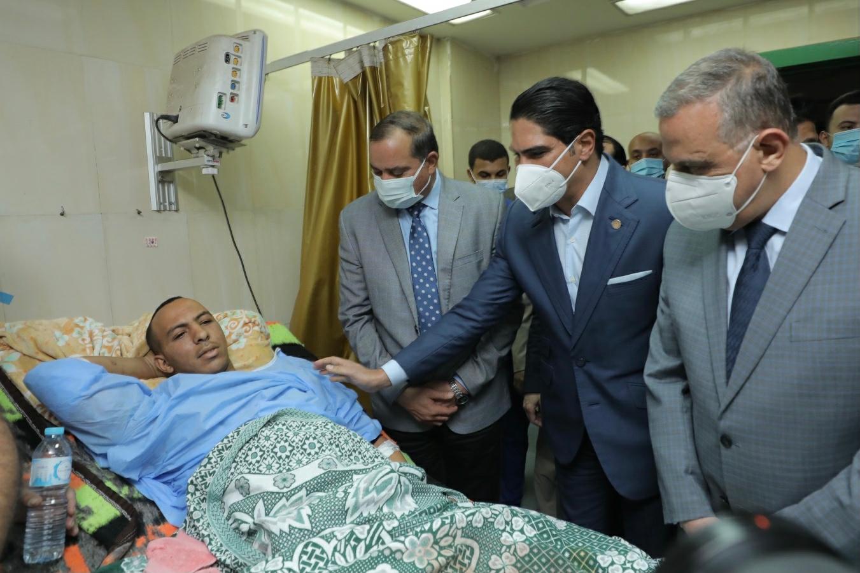 صور| أبو هشيمة يتفقد مصابي حادث قطاري طهطا