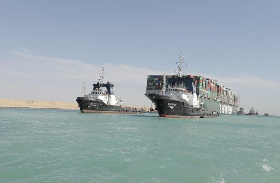 ردود فعل دولية تثني على جهود مصر بعد تعويم السفينة الجانحة في قناة السويس