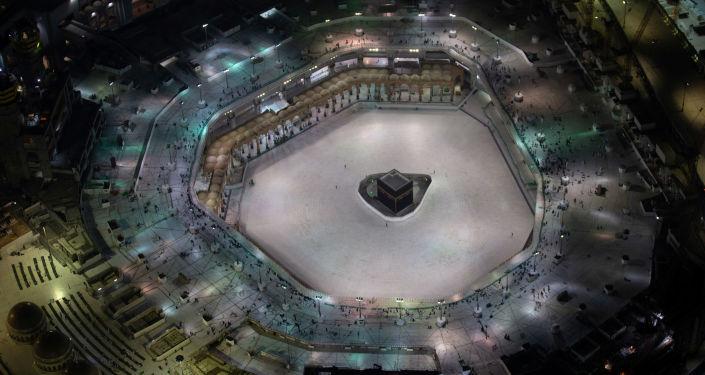 الرئاسة العامة لـ «شئون الحرمين» تكثف أعمال تطهير وتعقيم جميع المرافق الخارجية للمسجد الحرام
