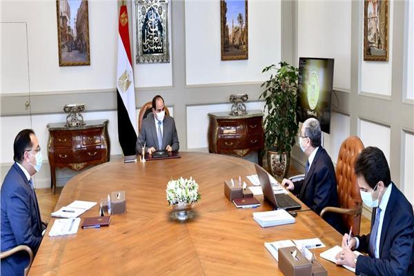 """الرئيس السيسي يوجه بالإسراع في تنفيذ مشروعات إمدادات خطوط التغذية الكهربائية لـ """"سيناء"""""""