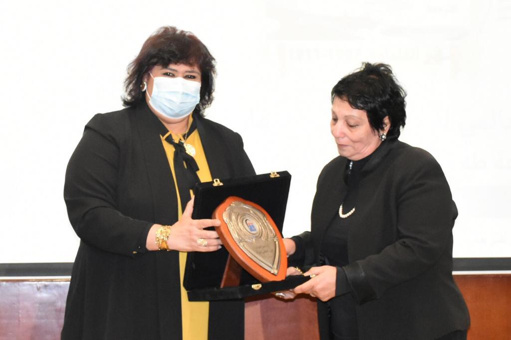 صور| عبد الدايم: المرأة المصرية منذ القدم نموذجا للعطاء والوفاء والتحدي