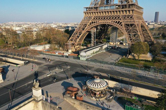 باريس تبدأ إغلاقًا لمدة شهر لاحتواء الموجة الثالثة من فيروس كورونا