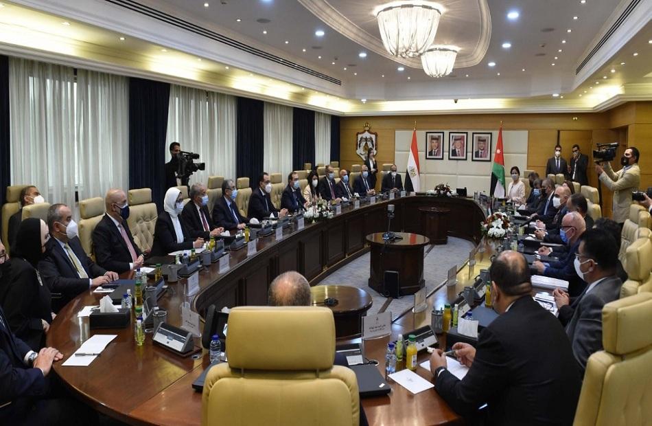 دولة رئيس الوزراء يؤكد أهمية العمل على زيادة حجم التبادل التجاري مع الأردن