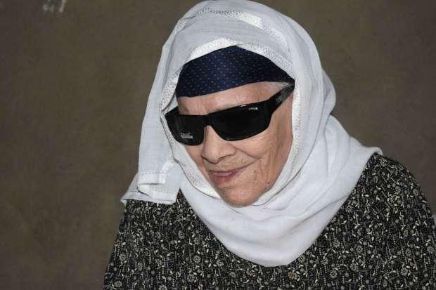 """وفاة """"الحاجة زينب"""" المتبرعة بقرطها الذهبي لـ """"صندوق تحيا مصر"""" عن عمر ناهز 100 عام"""
