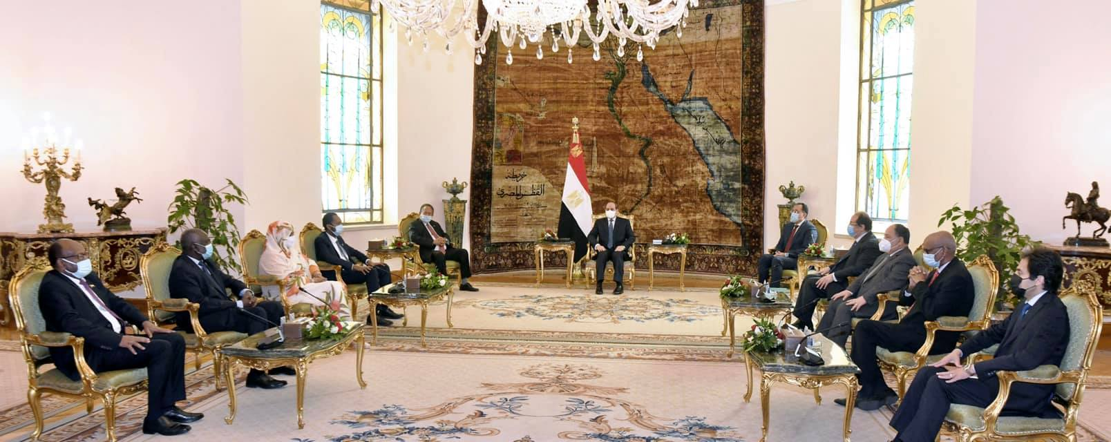 """استقبال السيسي لـ """"حمدوك"""".. وكلمة قرينة الرئيس في حفل """"الإيسيسكو"""" يتصدران صحف القاهرة"""
