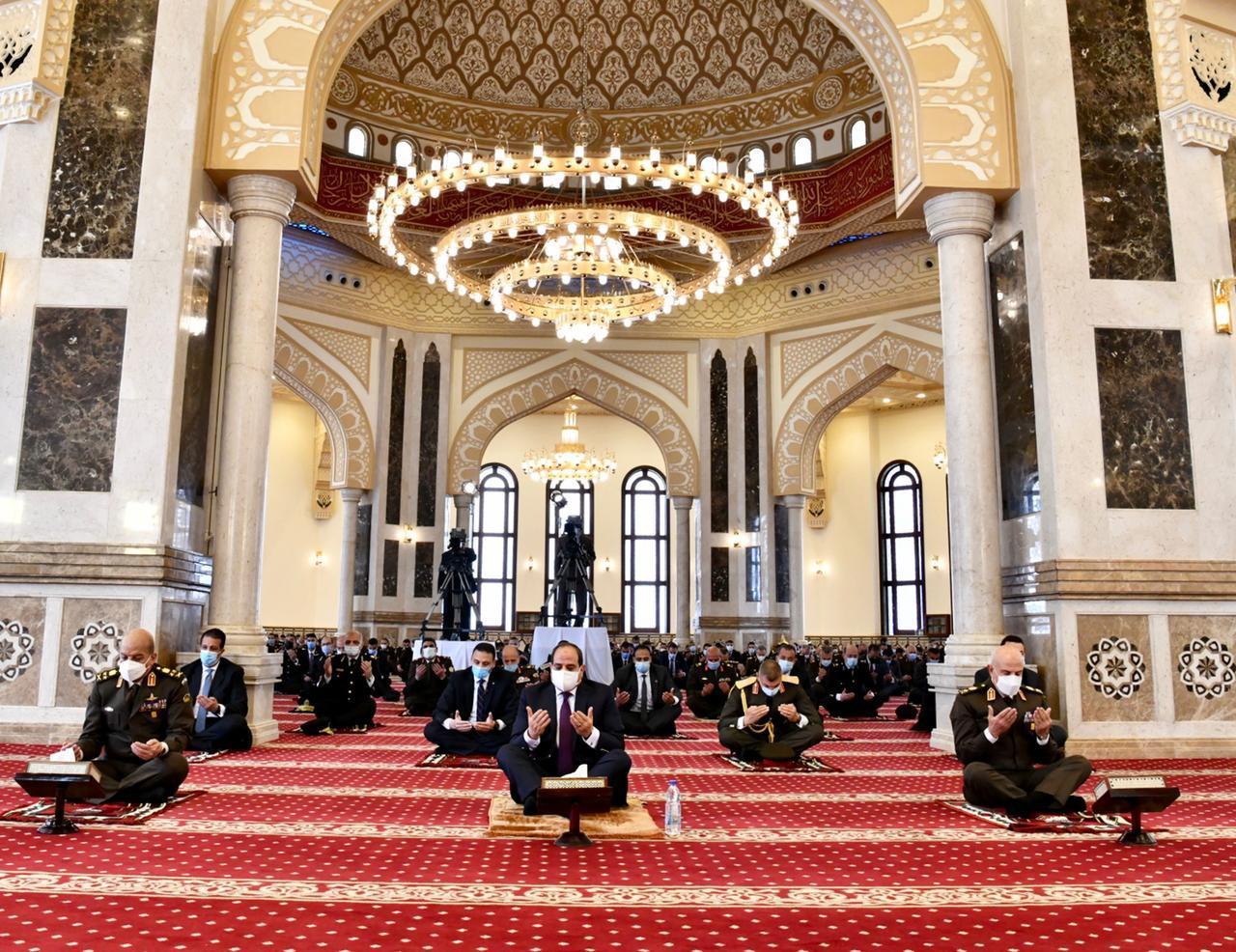 أداء الرئيس السيسي صلاة الجمعة بمسجد المشير احتفالًا بيوم الشهيد يتصدر اهتمامات صحف القاهرة