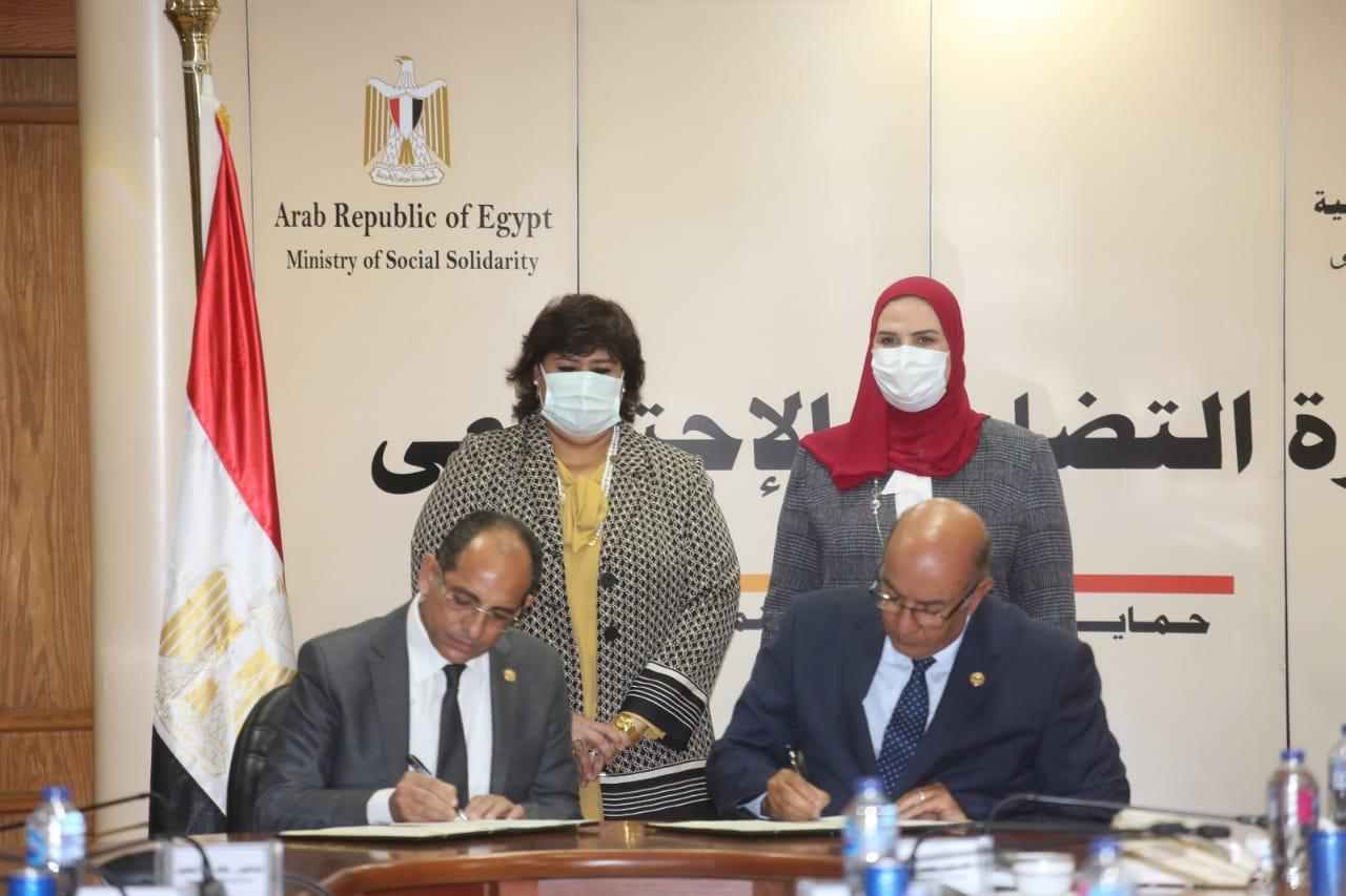 صور| القباج وعبد الدايم يشهدان توقيع بروتوكول تعاون بين بنك ناصر الاجتماعي ووزارة الثقافة