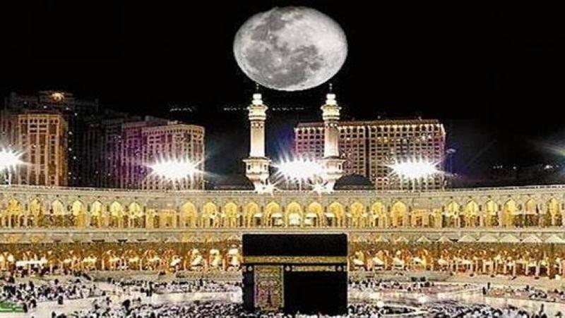الأربعاء المقبل سماء مكة المكرمة تشهد تعامد القمر على الكعبة المشرفة