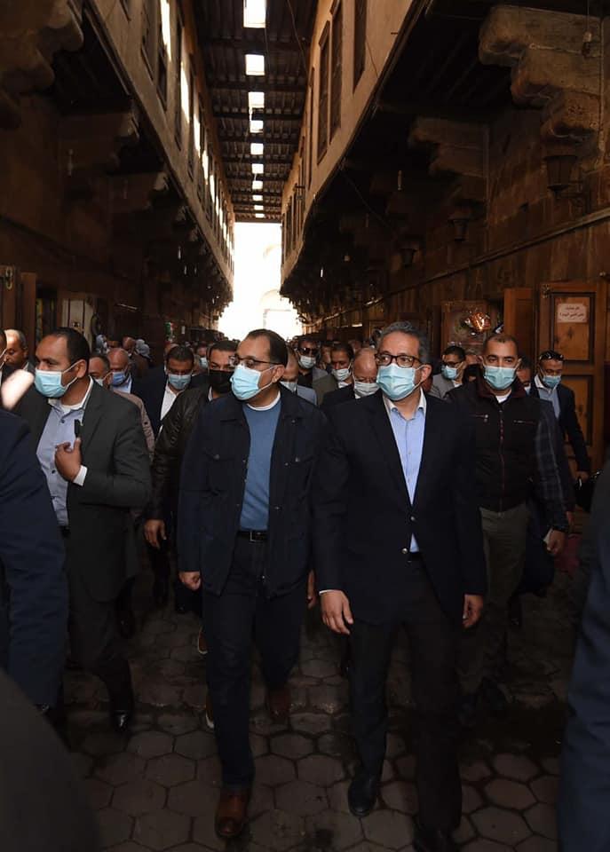 صور| تفاصيل جولة رئيس الوزراء بمنطقة الغورية وباب زويلة وأهم التصريحات