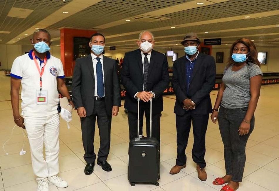 سفير مصر في الكونغو يستقبل بعثة النادي الأهلي بالمطار