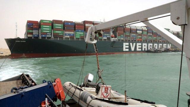 الفريق أسامة ربيع: نجاح جهود تعويم سفينة الحاويات البنمية الجانحة EVER GIVEN