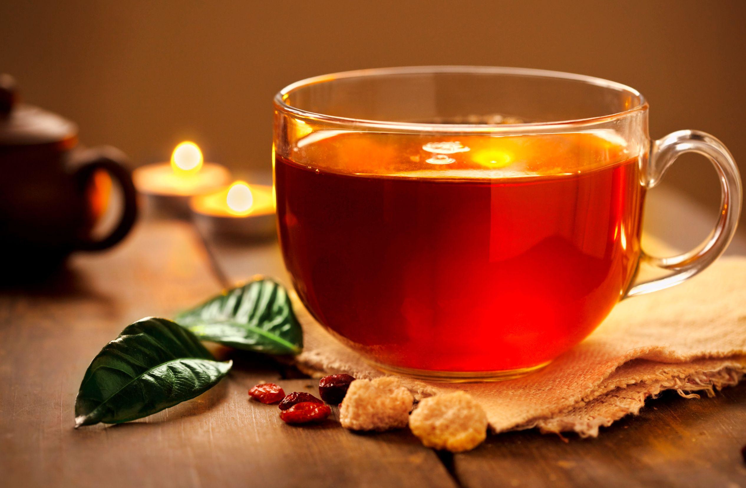الفوائد المختلفة لشرب الشاي الأسود