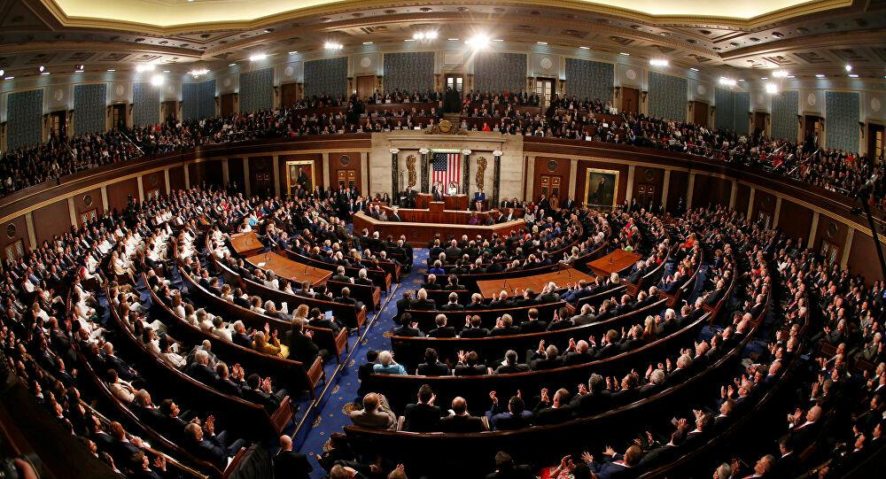 النواب الأمريكي يوافق على تشريع لتقنين ترخيص الأسلحة النارية وحيازتها