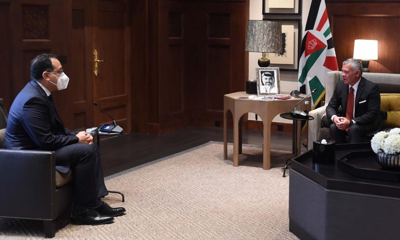 دولة رئيس الوزراء ينقل تحيات الرئيس السيسي للعاهل الأردني.. ويؤكد: مصر تولي اهتمامًا بالتعاون مع الأردن