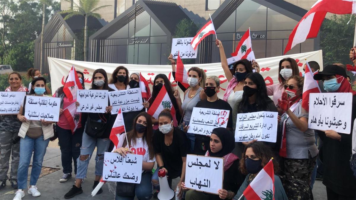 مسيرة نسائية في لبنان احتجاجا على تدهور الأوضاع المعيشية