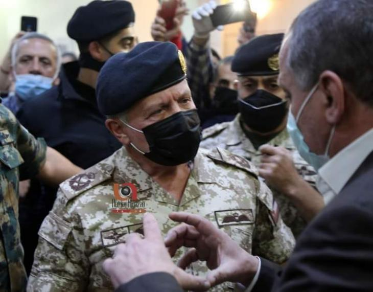 فيديو| ملك الأردن ينفعل على مدير مستشفى السلط