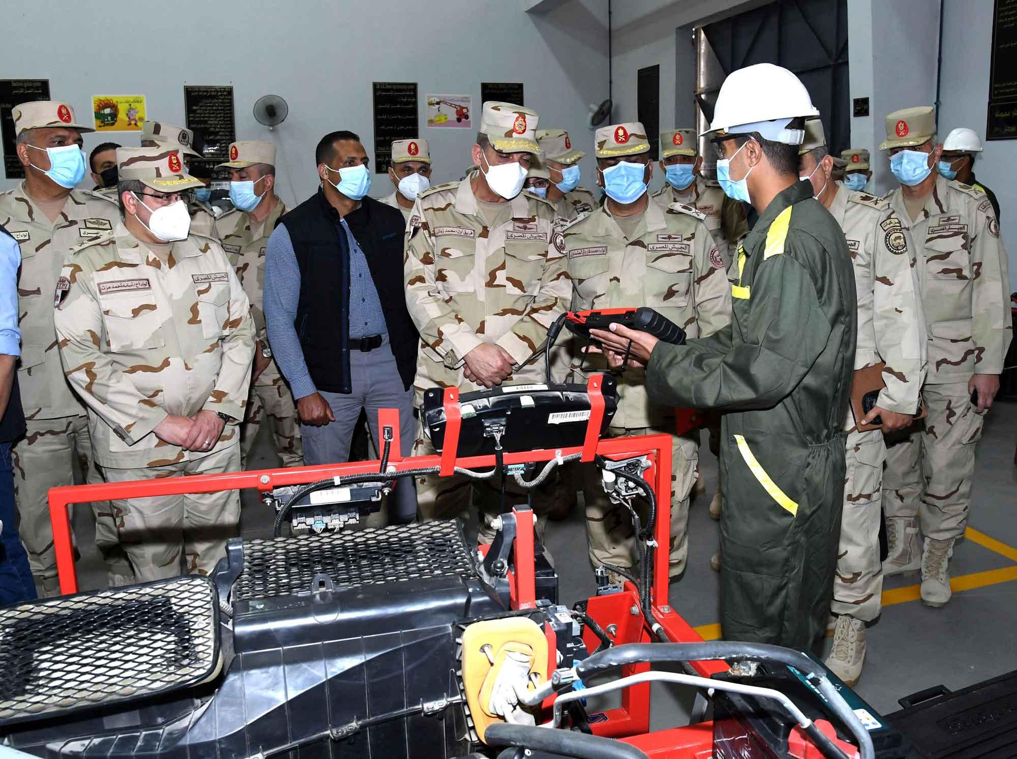 صور| وزير الدفاع والإنتاج الحربي يتفقد المنظومة التعليمية بأحد المراكز التدريبية للقوات المسلحة