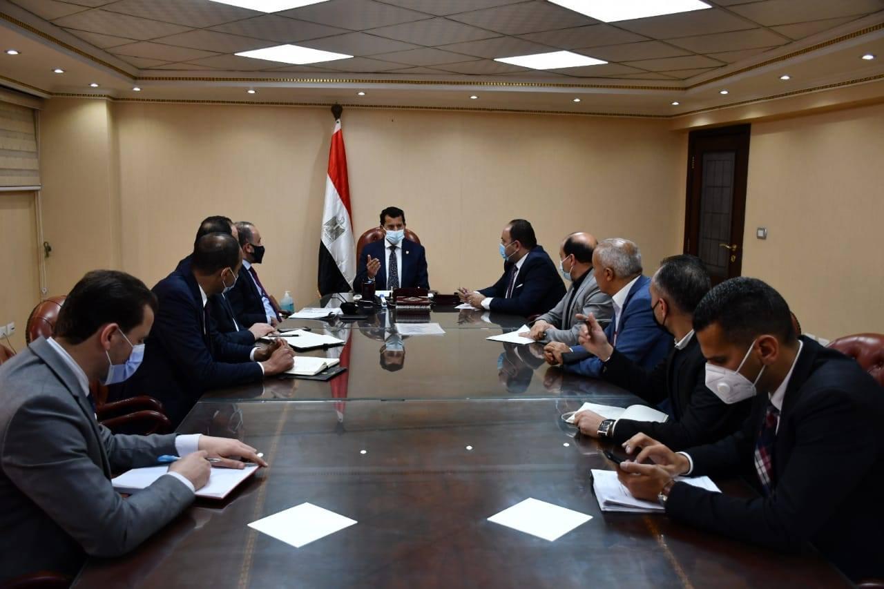 وزير الشباب والرياضة يتابع الاستعدادات الخاصة بإستضافة مصر لبطولة العالم للسلاح