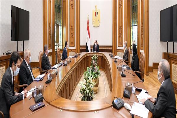 الرئيس السيسي يوجه بتوطين صناعة السيارات الكهربائية والصناعات المغذية لها في مصر