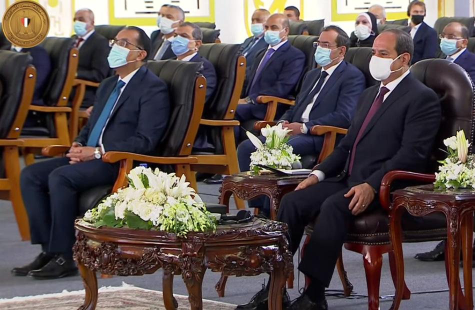 """الرئيس السيسي يشاهد فيلما بعنوان """"أفق جديدة"""" حول المجمع المتكامل لإصدار الوثائق المؤمنة"""