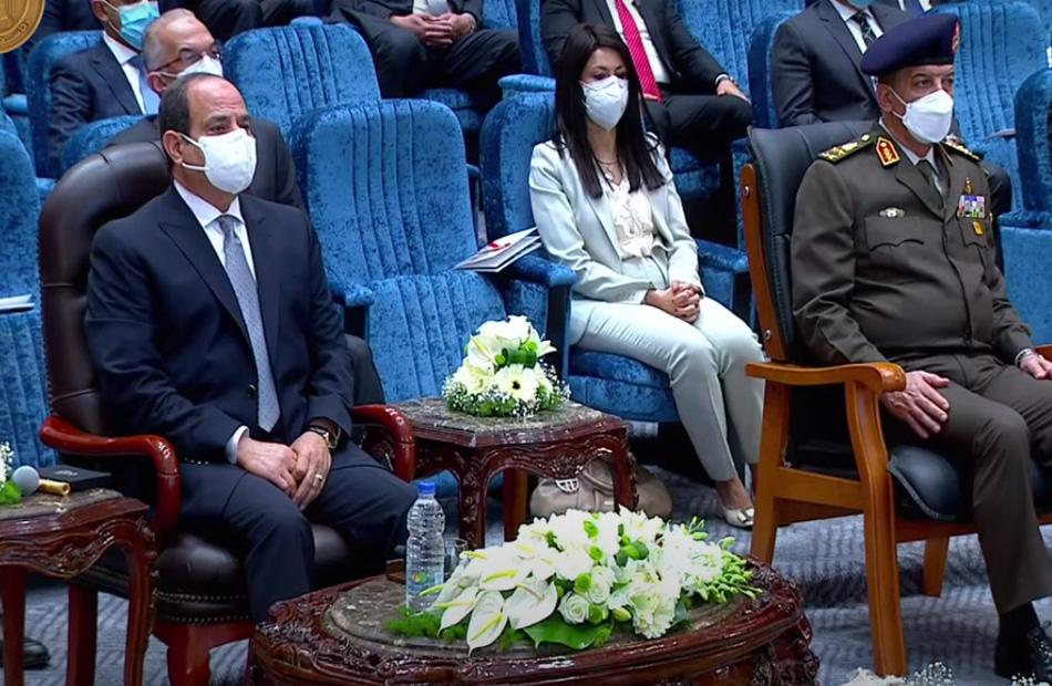 """الرئيس السيسي يشاهد فيلم بعنوان """"الحلم الكبير"""" حول مدينة الدواء بالخانكة"""