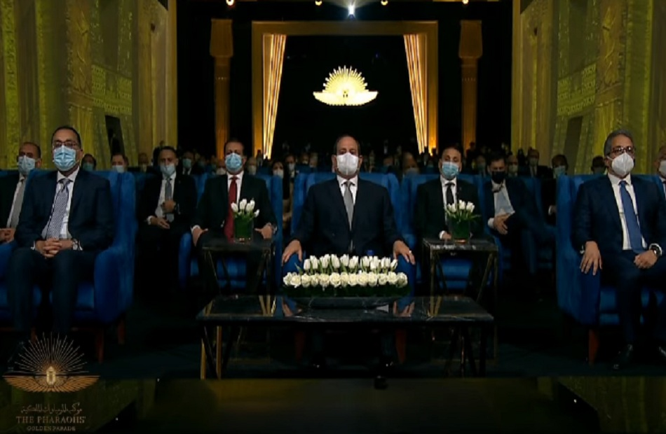 الرئيس السيسي يشاهد فيلما تسجيليا يستعرض تاريخ المقدسات وتطور المتاحف المصرية