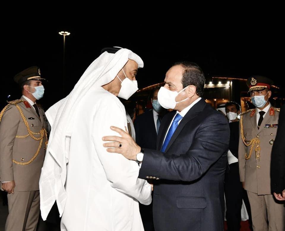 صور| الرئيس السيسى يودع الشيخ محمد بن زايد آل نهيان بمطار القاهرة في ختام زيارته لمصر