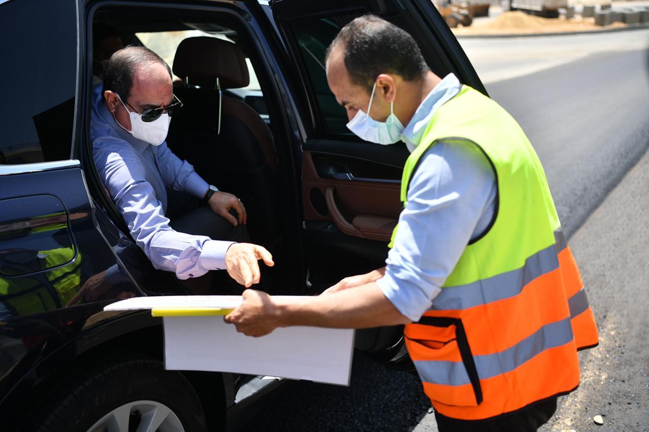 صور| الرئيس السيسي يتفقد عددا من الطرق والمحاور والكباري بشرق القاهرة