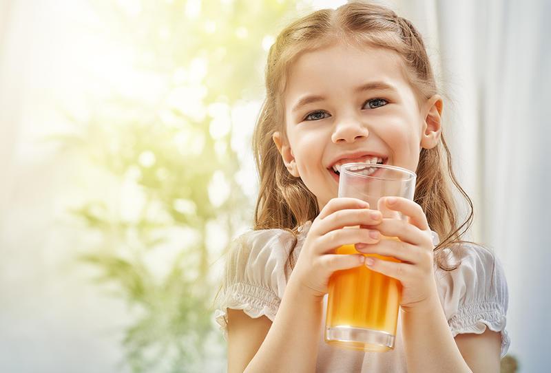 «الصحة والسكان» تحدد 3 قواعد صحية في تقديم العصائر للأطفال