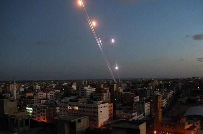 سقوط صاروخين على إسرائيل واعتراض آخر أطلقوا من قطاع غزة