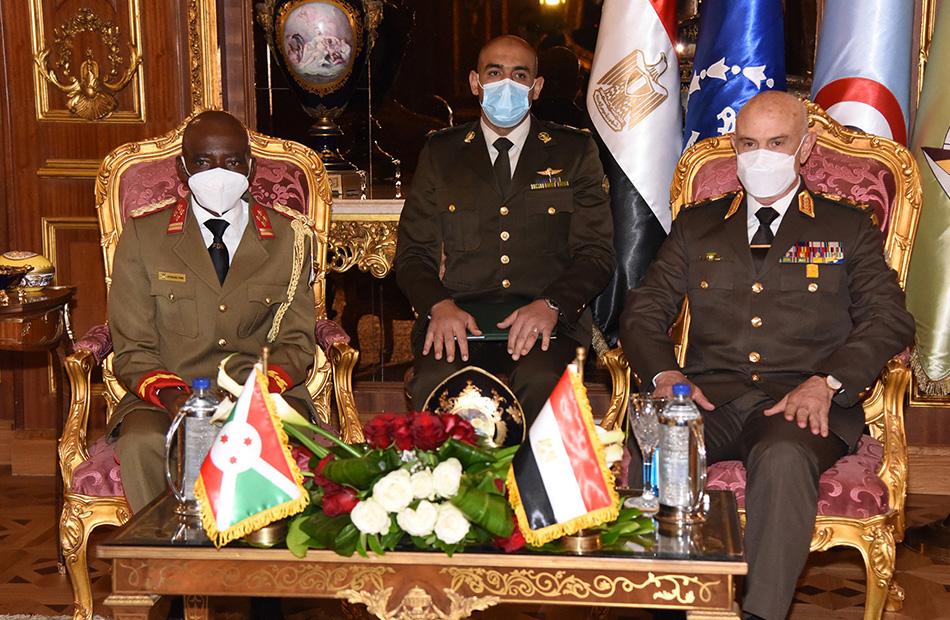 صور| رئيس أركان حرب القوات المسلحة يلتقى رئيس قوات الدفاع الوطنى البوروندى