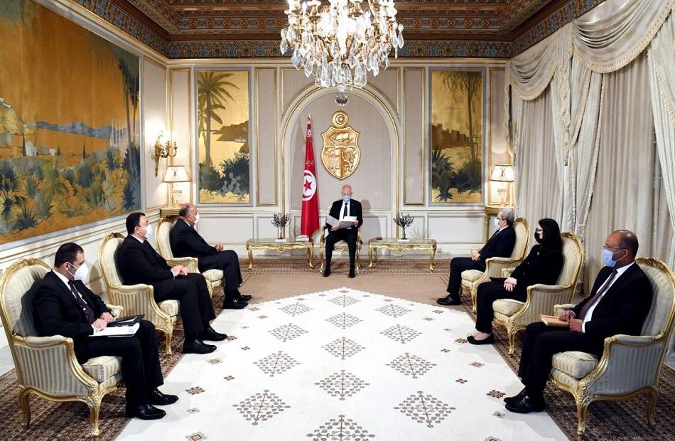تفاصيل زيارة وزير الخارجية لتونس ولقائه الرئيس التونسي