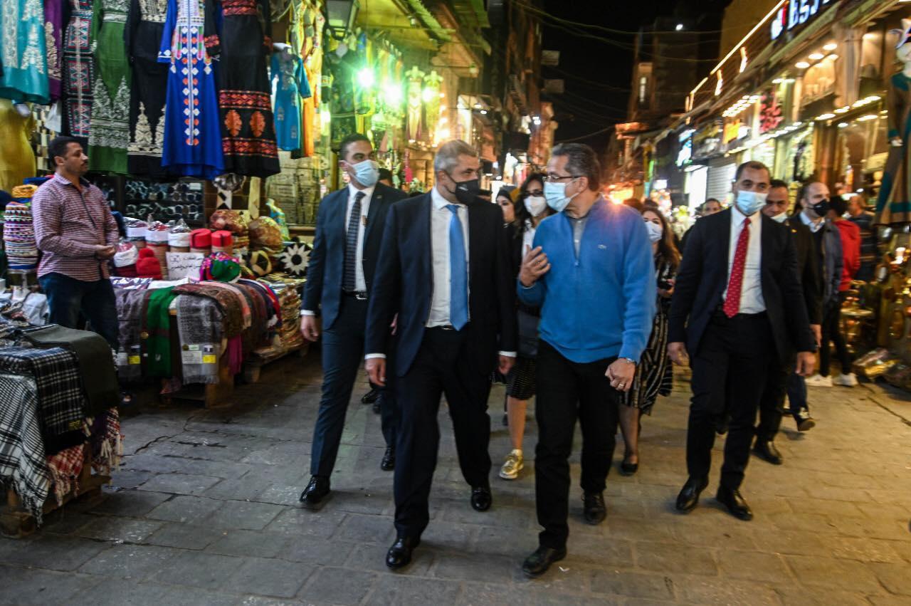 صور| وفد منظمة السياحة العالمية يصل مصر لحضور موكب المومياوات الملكية