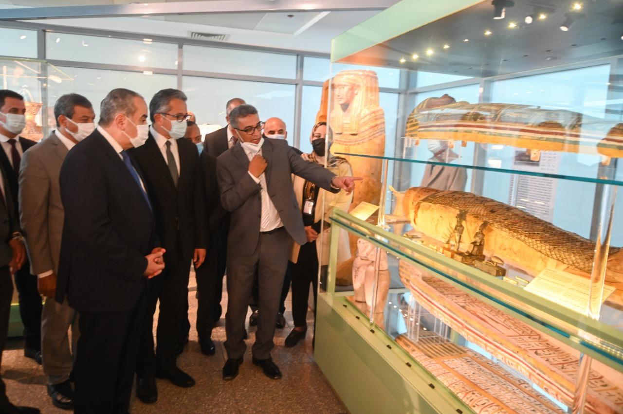صور  وزيرا السياحة والطيران يفتتحان متحفي الآثار المصرية بمطار القاهرة الدولي