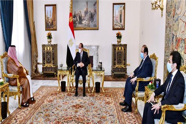 الرئيس السيسي يستقبل المستشار تركي آل الشيخ بحضور عباس كامل