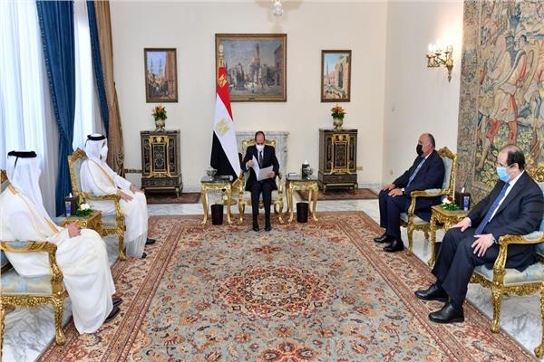صور| الرئيس السيسي يستقبل وزير الخارجية القطري