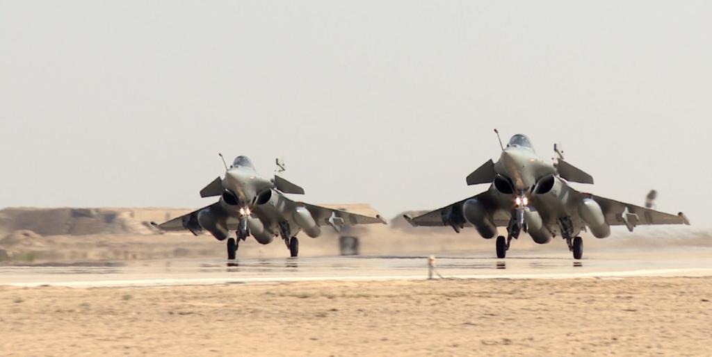 مصر وفرنسا توقعان عقد توريد 30 طائرة رافال
