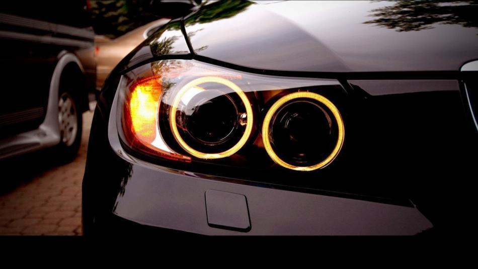 تعرف على كيفية صيانة المصابيح الأمامية لسيارتك