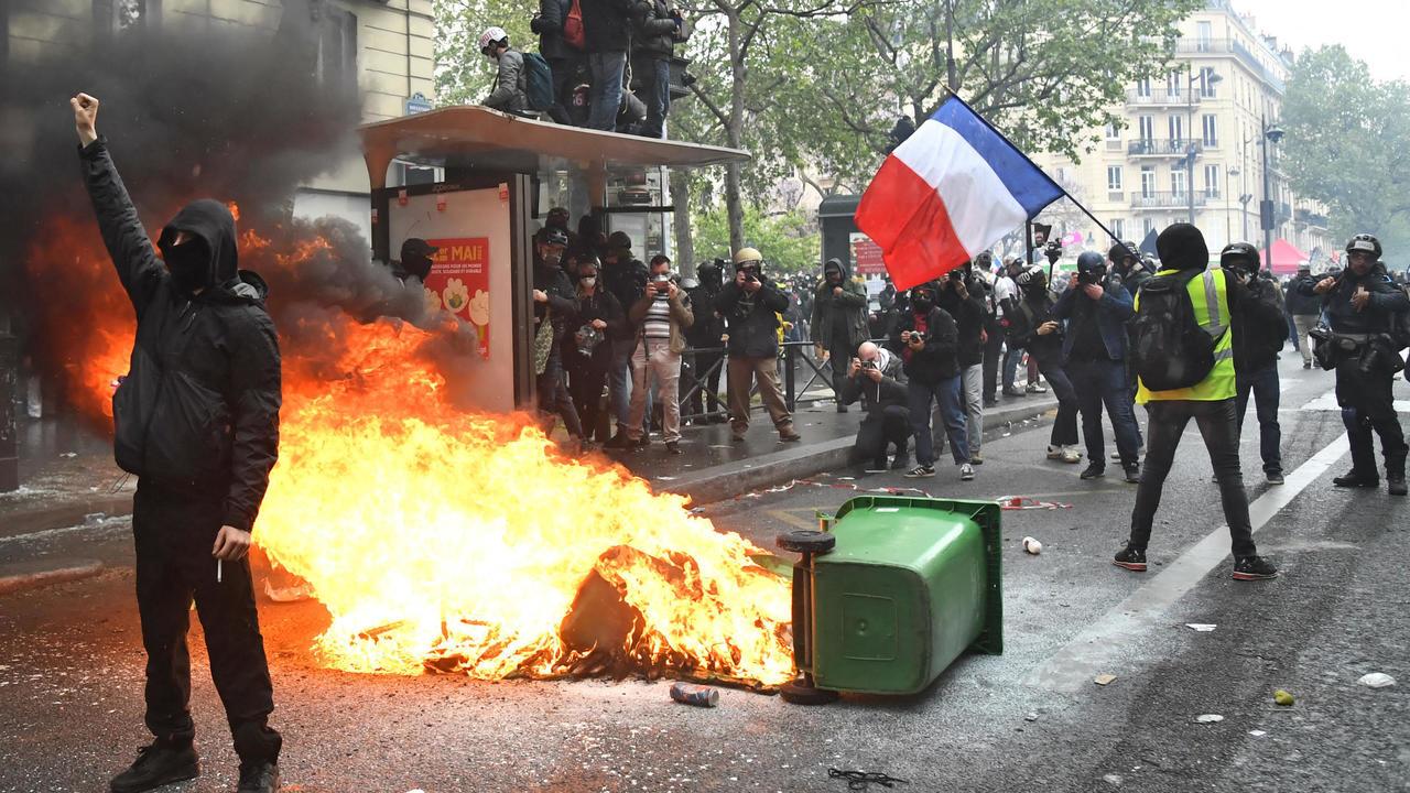 عشرات الآلاف يشاركون بمظاهرات عيد العمال في فرنسا