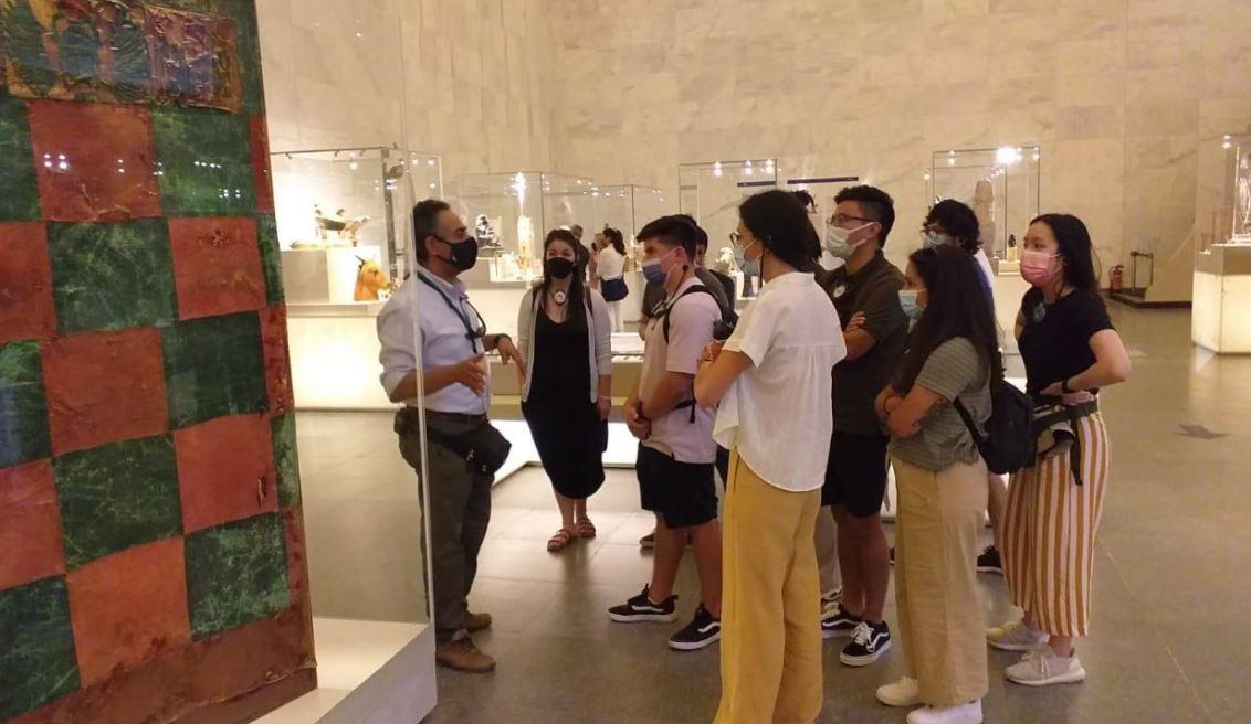 مجموعات سياحية من مختلف دول العالم تزور المتحف القومي للحضارة في العيد