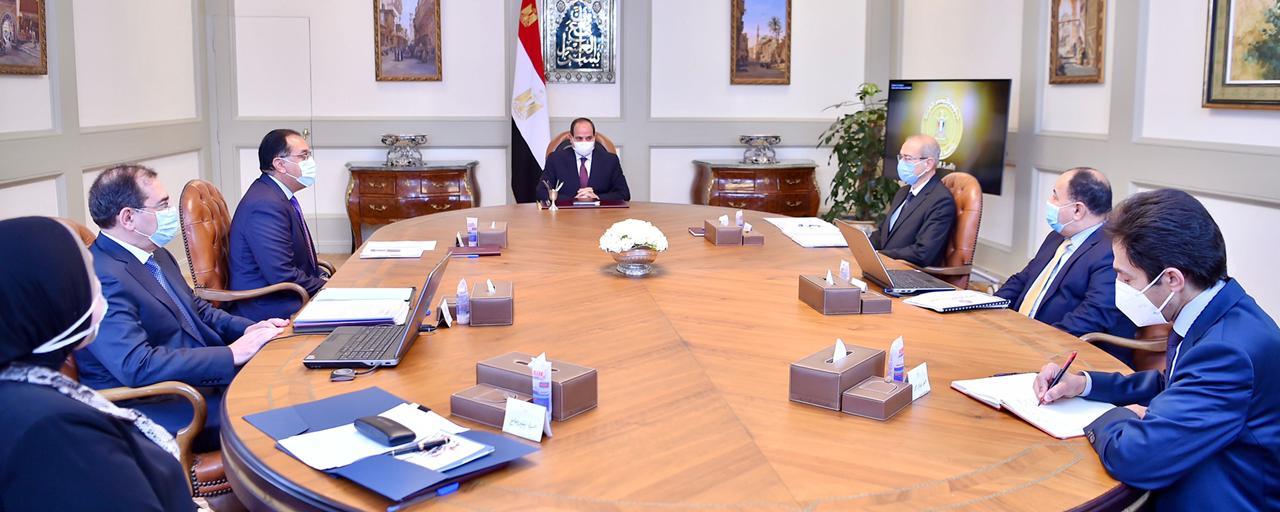 الرئيس السيسي يتابع مع مدبولي الموقف التنفيذي لعدد من المشروعات بقطاع البترول